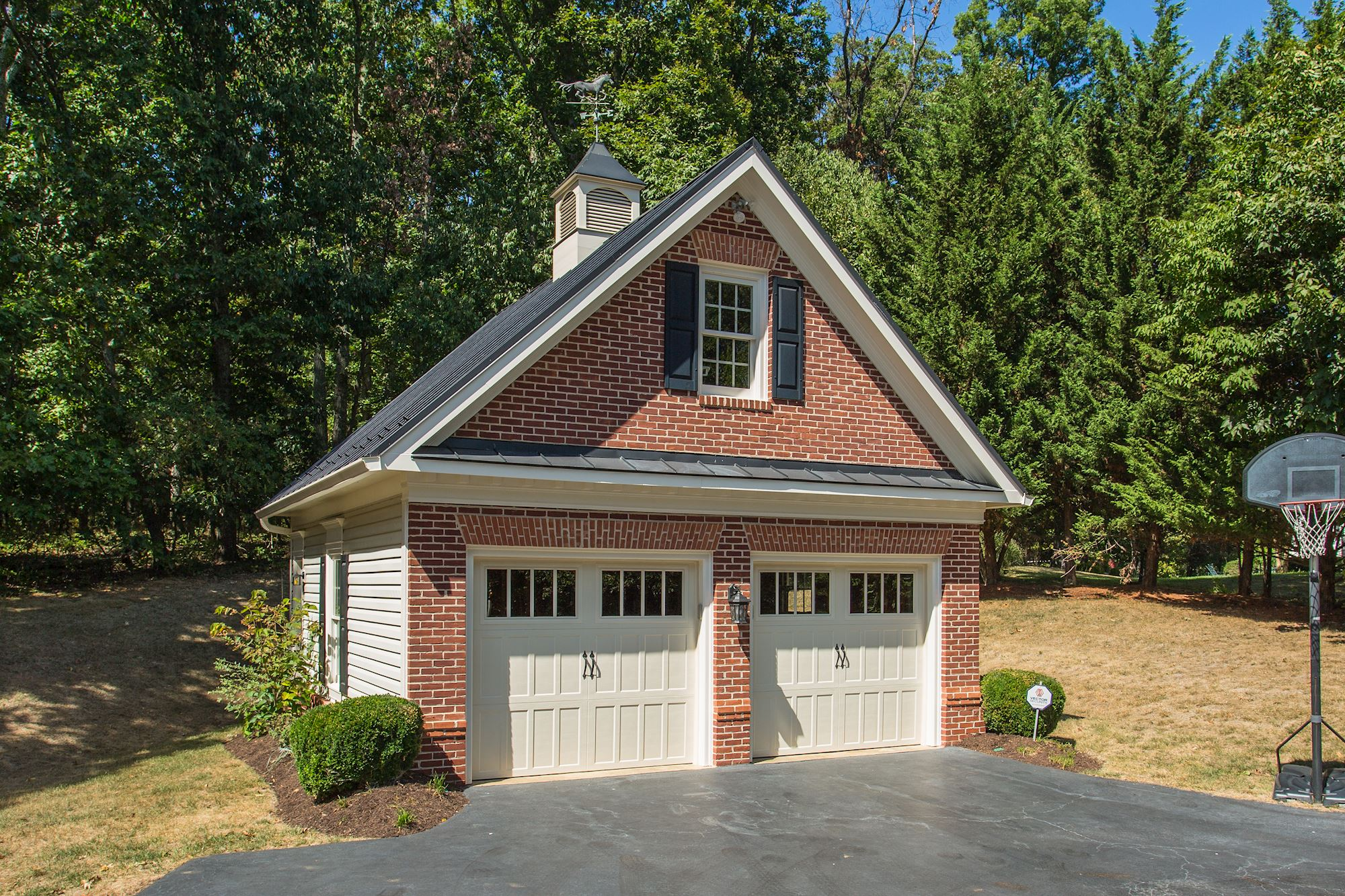 1176 hawling pl sw leesburg va 20175 for Detached carriage house