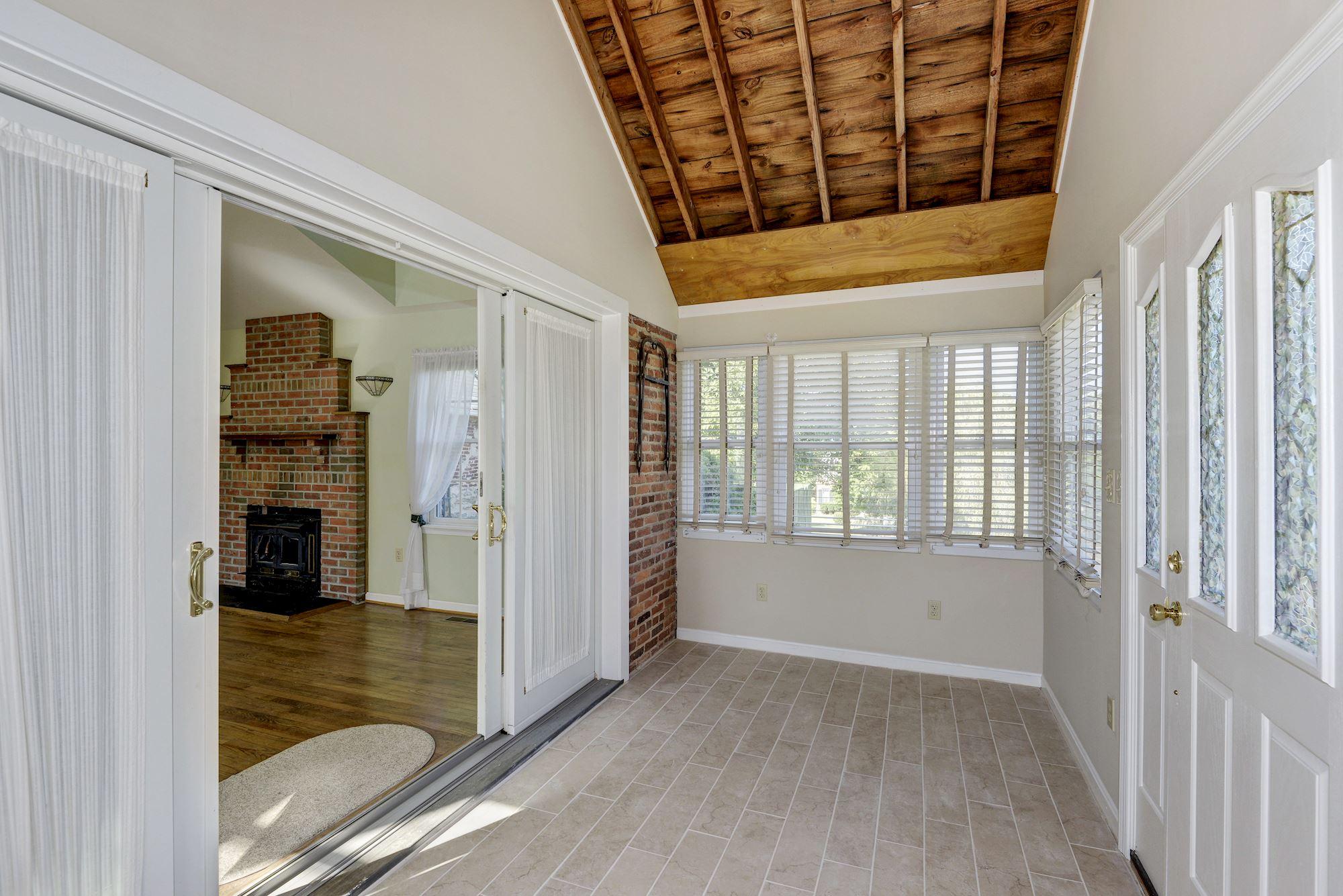 House Foyer Xl : Burgundy ln clarksville md