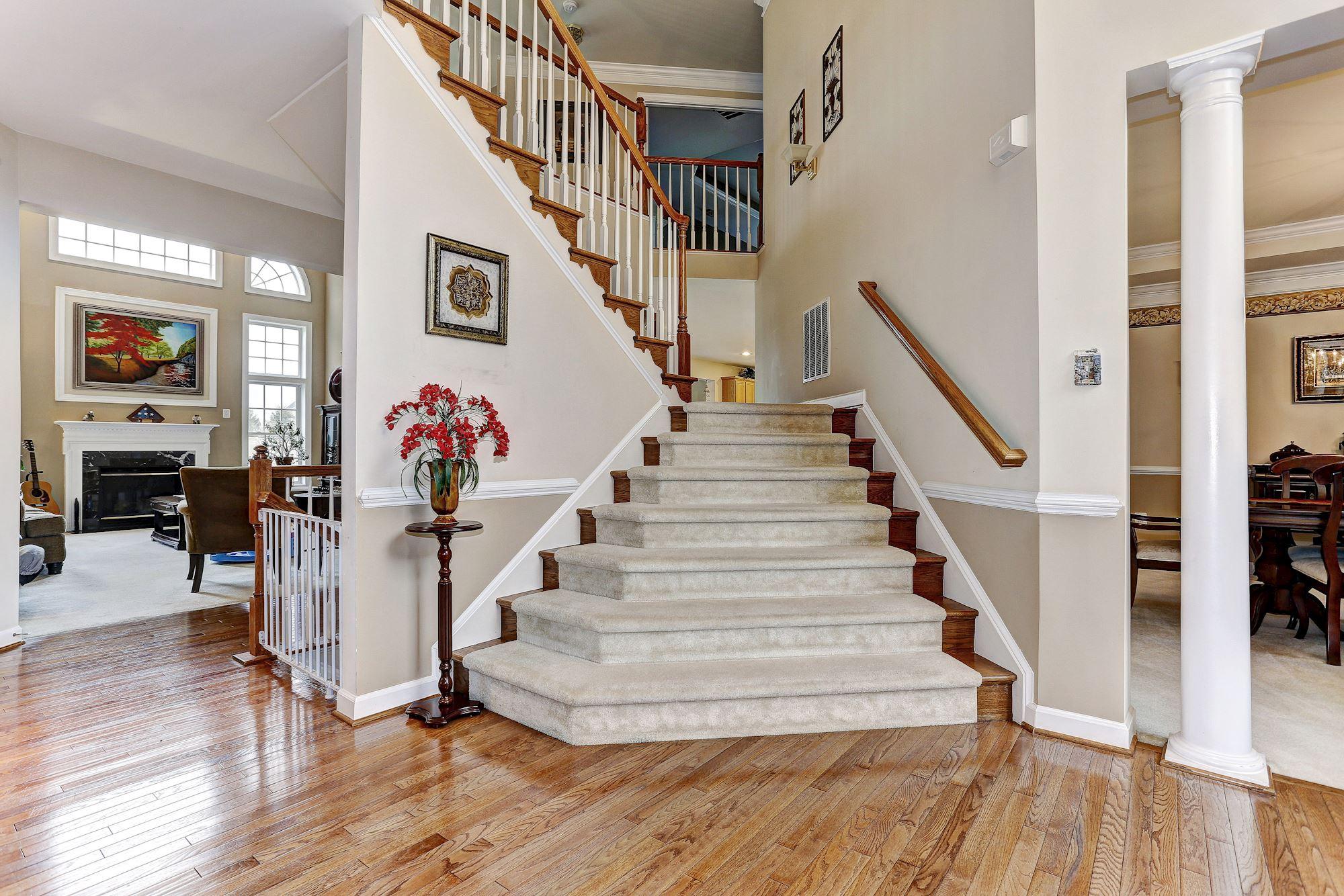 House Foyer Xl : Denit estates dr brookeville md